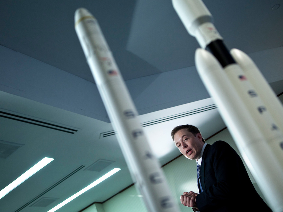 イーロン・マスク「Space Xファルコン・ヘビー・ロケットを2月6日に発射する」