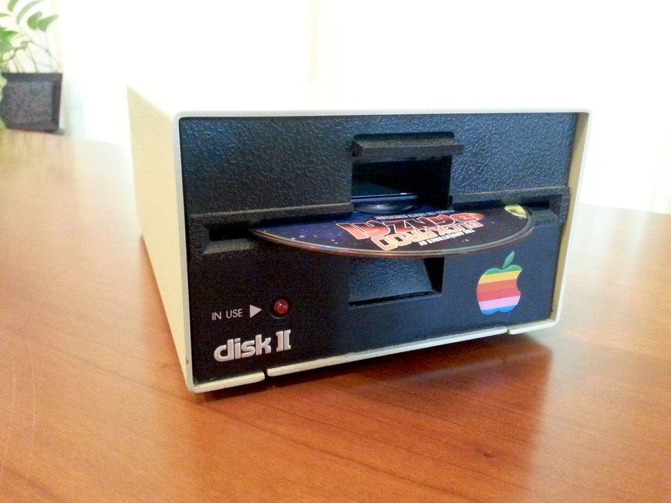 40年前のApple Disk Ⅱ型のディスクドライブが可愛くて実用的で欲しくなる