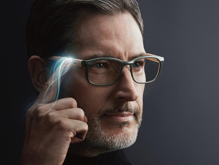 これもある意味スマートグラス。ワンタッチで遠近切り替えができる次世代メガネ