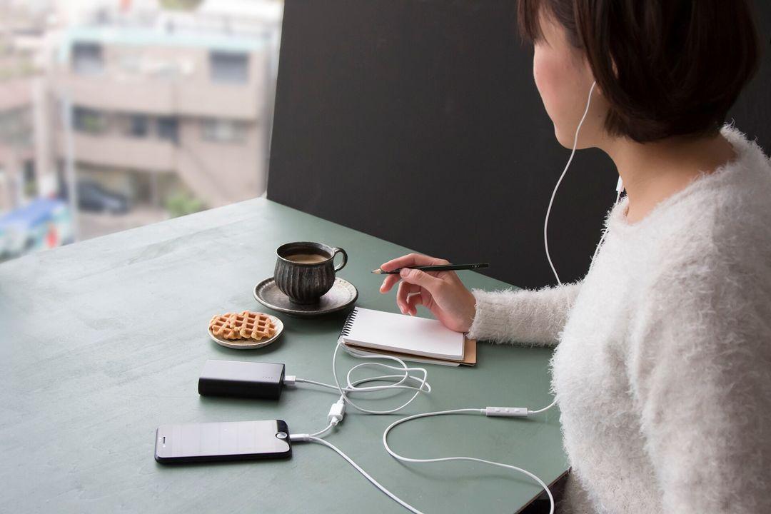充電しながら音楽が聴けちゃう。iPhoneユーザー感涙のLightningイヤフォン