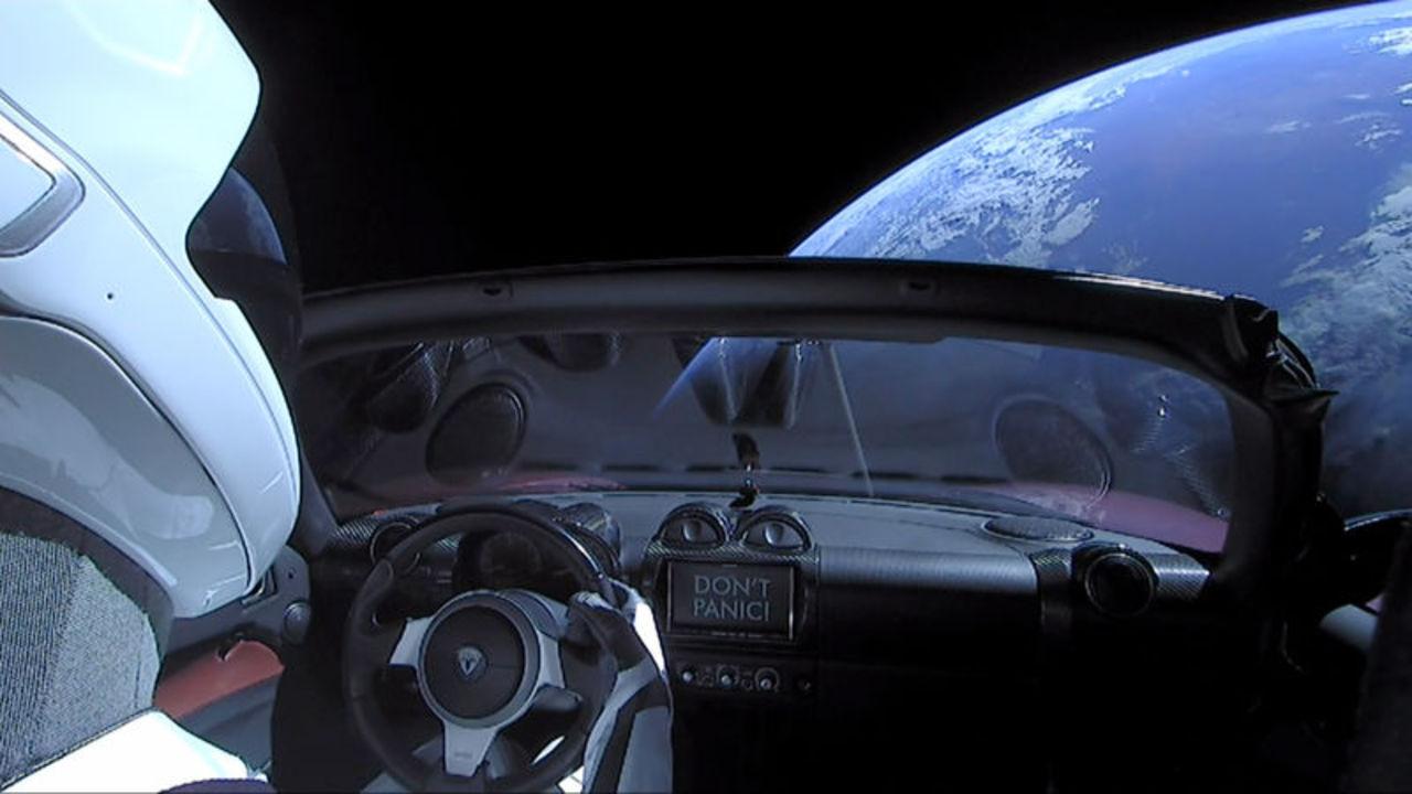 Teslaロードスター宇宙に行ったけど、地球と衝突する危険性はないの?