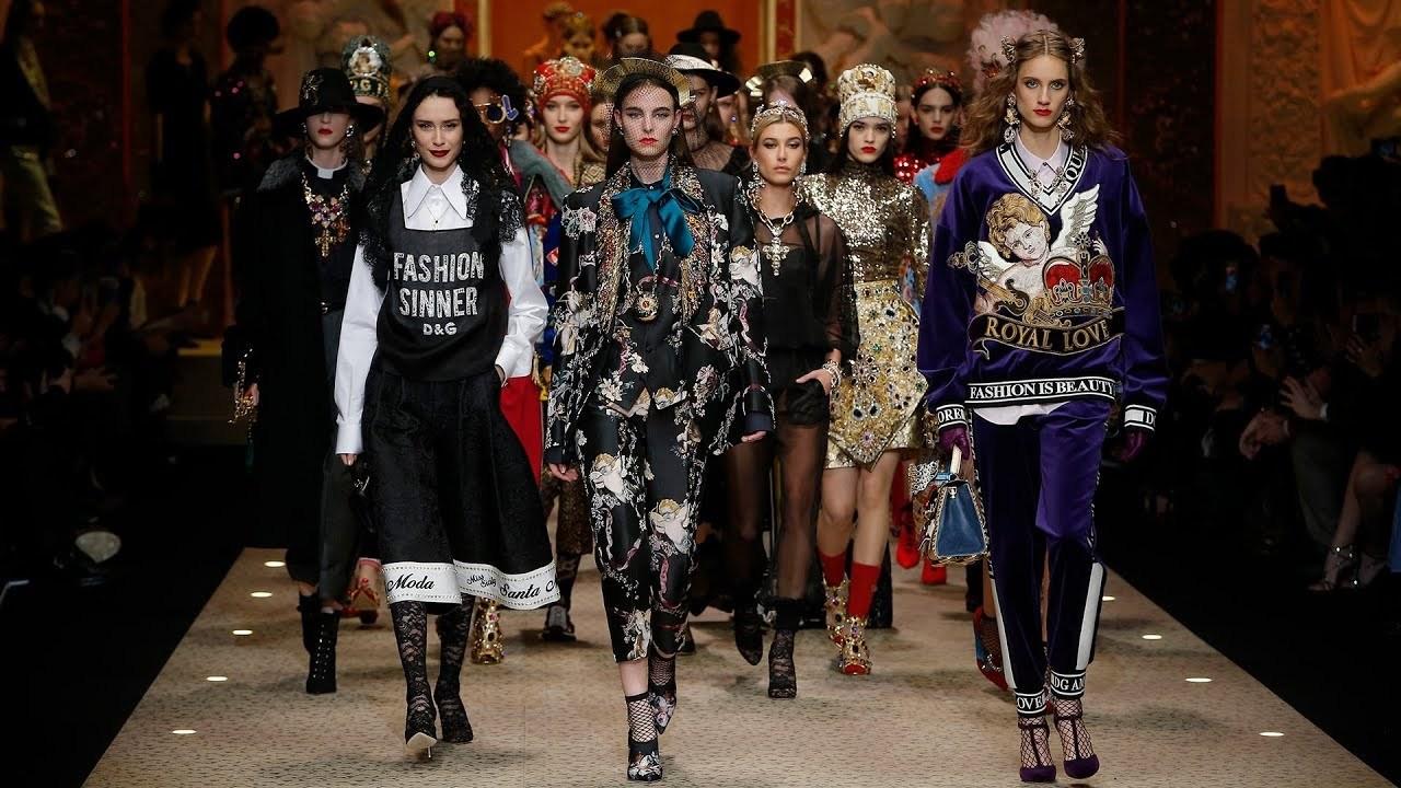 高級ブランドのドルチェ&ガッバーナが、ファッションショーでランウェイにドローンを飛ばす