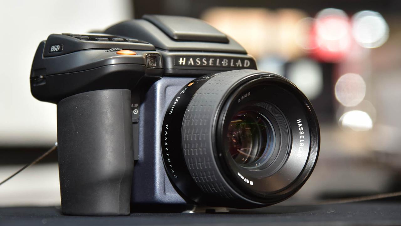 現場で振りまわせる4億画素相当のモンスター中判デジタルカメラ「H6D-400c MS」 #CPplus