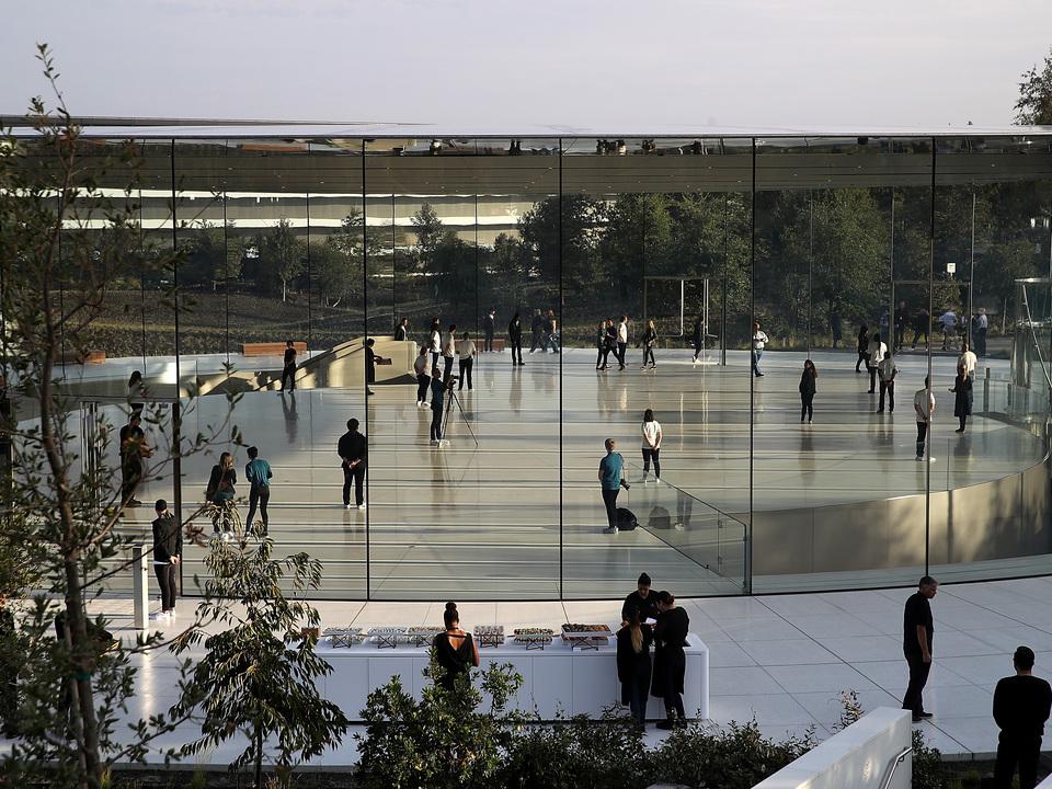 3日間で救急通報3回…。Apple Parkのガラスに社員が激突しまくり問題、シャレにならないレベルだった