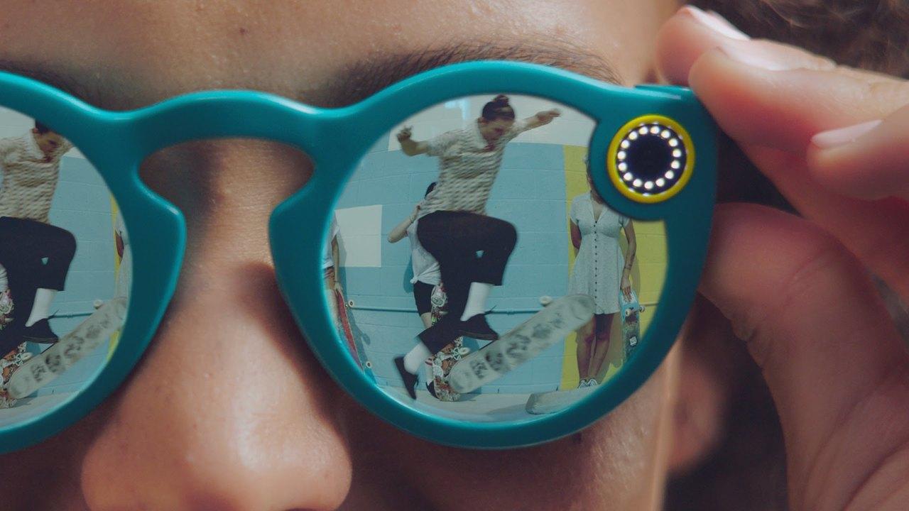 コケたSnapchatの「カメラ眼鏡」に新型の噂…