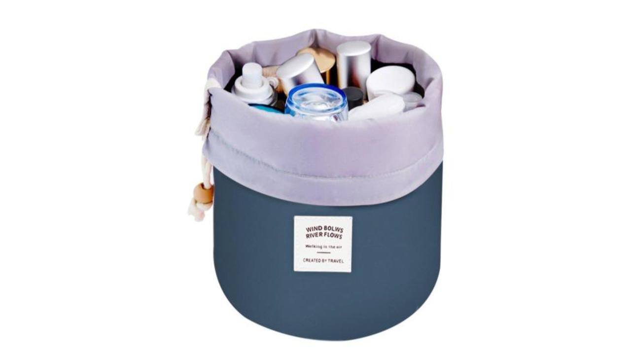 歯磨き粉もコンタクト液もまとめて収納。Mermaidのトラベルポーチは、旅行以外にも使える