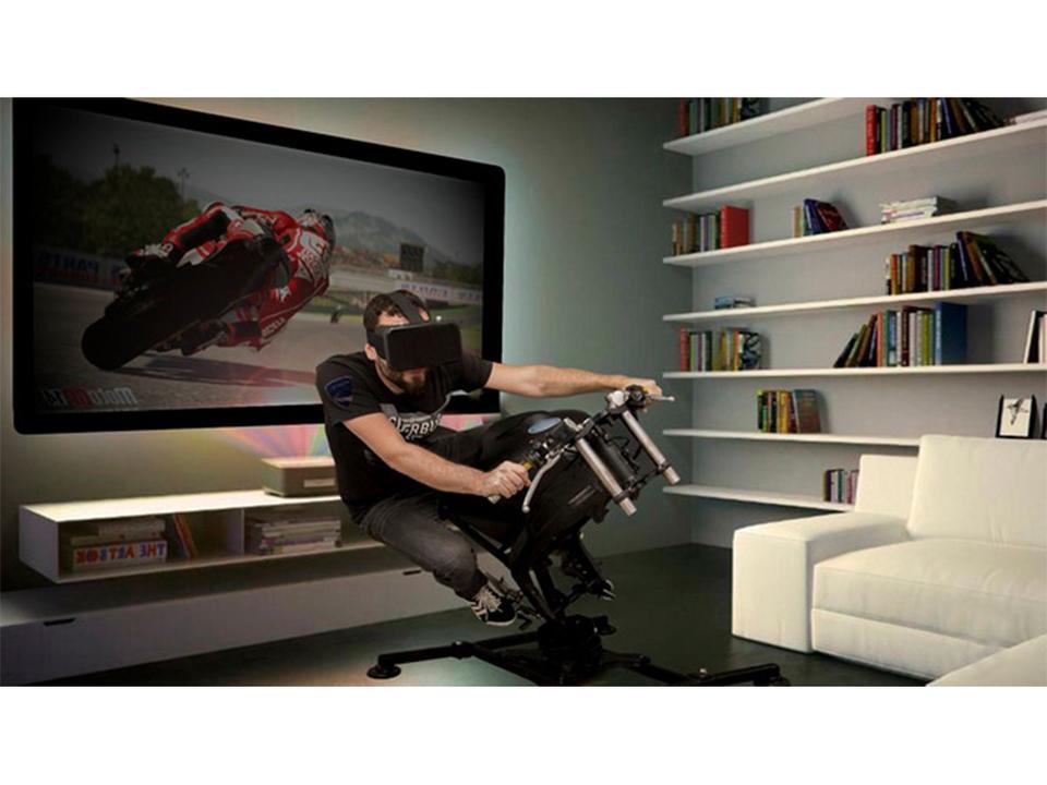 家の中でもハングオン。乗馬マシンスタイルなバイクコントローラ「LeanGP」