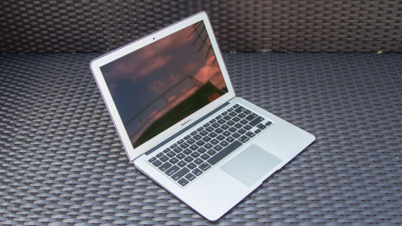 MacBook Airが「安くなって」生き残る噂があるけれど、もう安らかに眠ればいいのに…