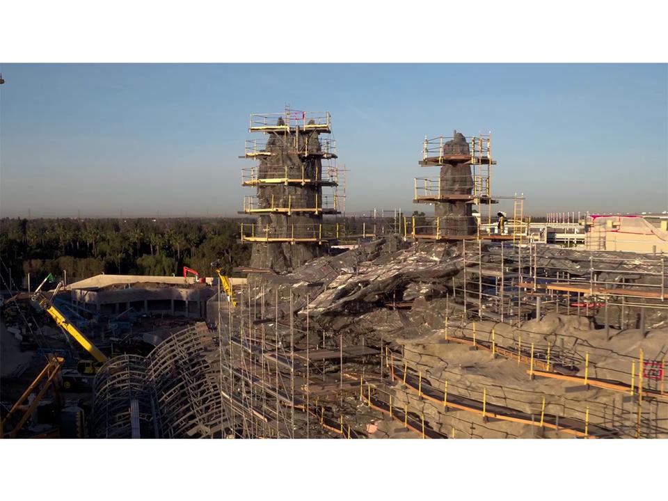 かなりの規模感。米ディズニーランドに作られている『スター・ウォーズ』テーマランドの建設中の動画