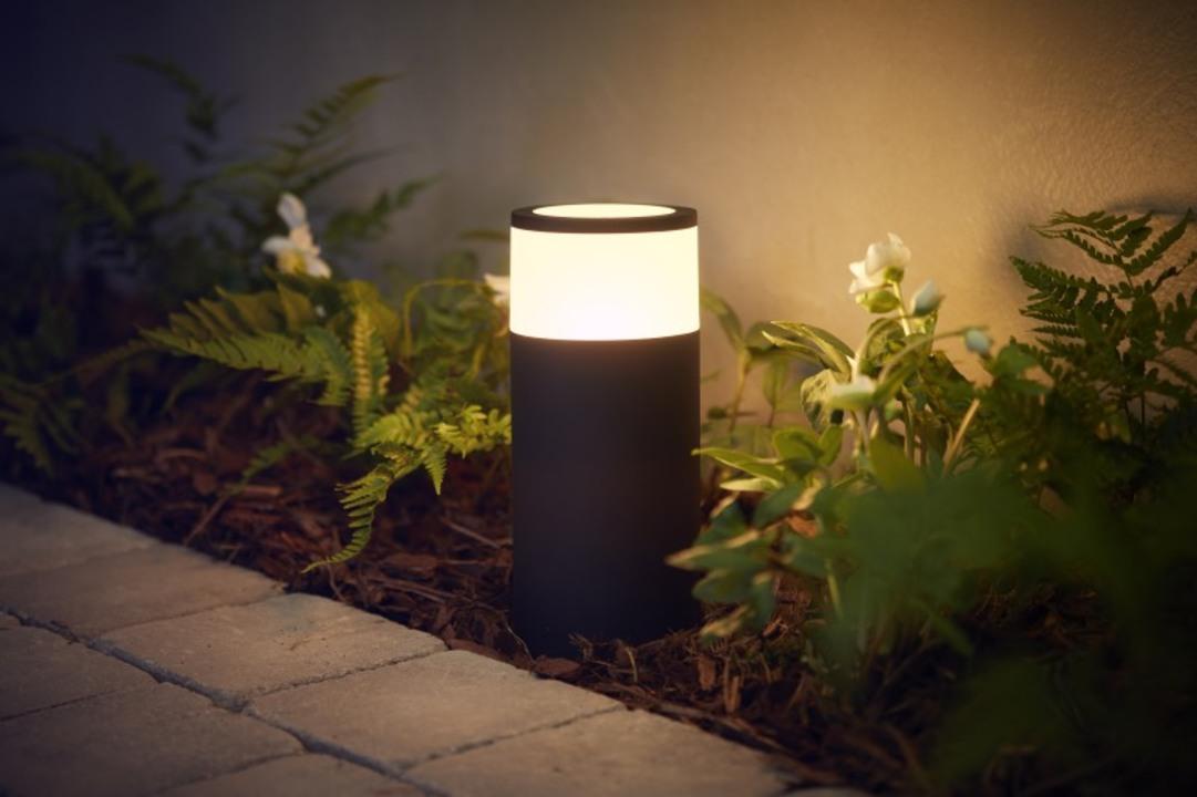 Philipsが屋外で使える「アウトドア用Hue」を発表。空間ライティングは家の中も外もスマートに