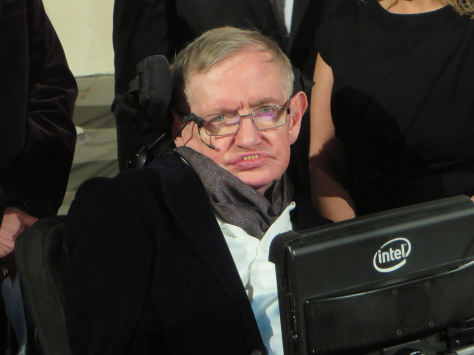 車椅子の物理学者、スティーブン・ホーキング博士が亡くなる