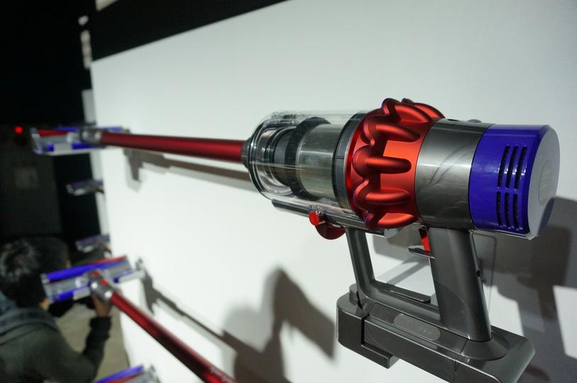 最新コードレス掃除機 dyson cyclone v10 発表 ダイソンの理想と効率を