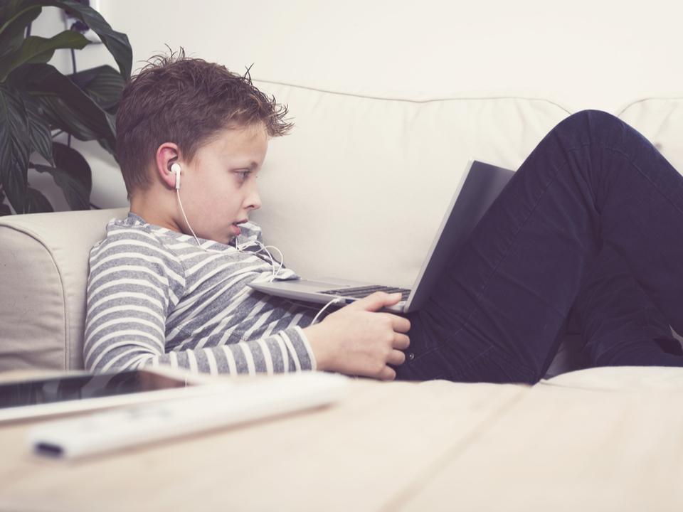 Netflixの「視聴ステッカー」機能テスト、子どもたちにイッキ見をうながすとして停止へ
