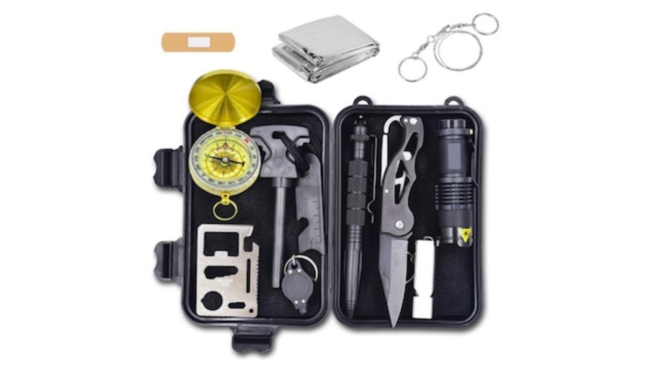 サバイバルシートや多機能ナイフも。災害や遭難時に役立つサバイバルグッズ12点セット