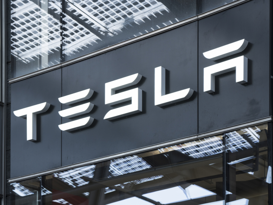 Teslaでも死亡事故、コントロールを失った車体が激突後に炎上