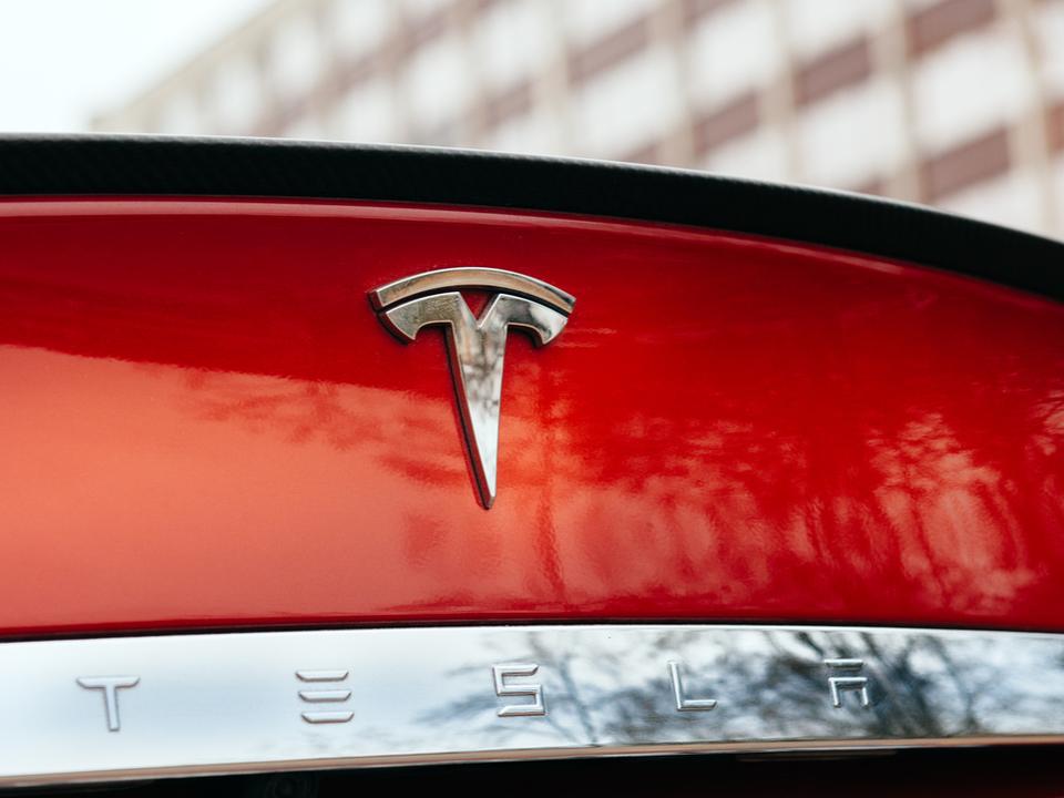 Teslaが旧型「モデルS」のリコールを発表。パワステの安全性を見直すため(追記あり)