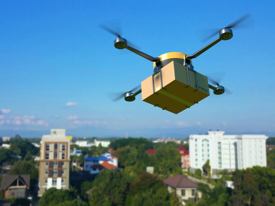 年内に航空法改正か。ドローン、目視外でも飛ばせるようになる見込み