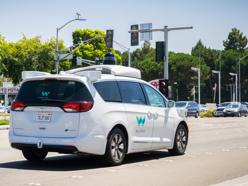 カリフォルニア州で完全無人自動運転車の走行が認められる