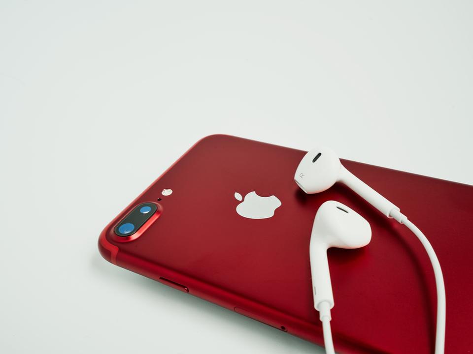 (PRODUCT)RED? 赤いモデルのiPhoneが今月発売されるかもしれない