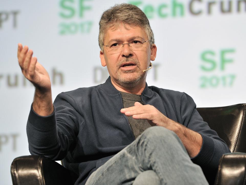 激化するAI競争! AppleがGoogleのAIチーフエンジニアを採用