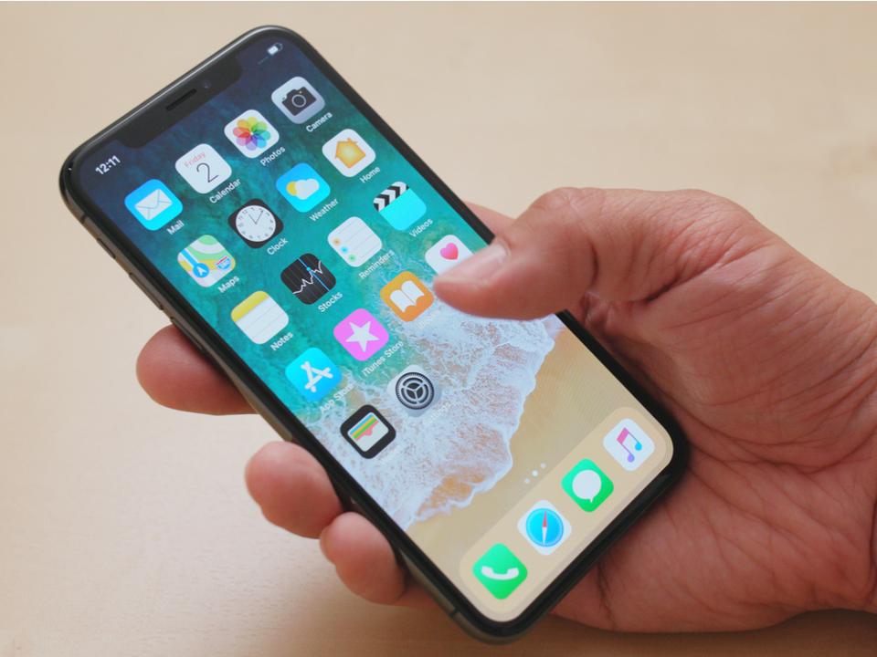 将来、iPhoneには「空中ジェスチャー」や「曲面ディスプレイ」が採用される?