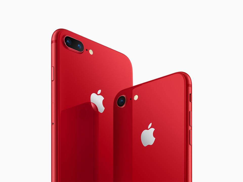 赤いiPhone 8、携帯3キャリアからも発売。au、ソフトバンクは13日(金)から