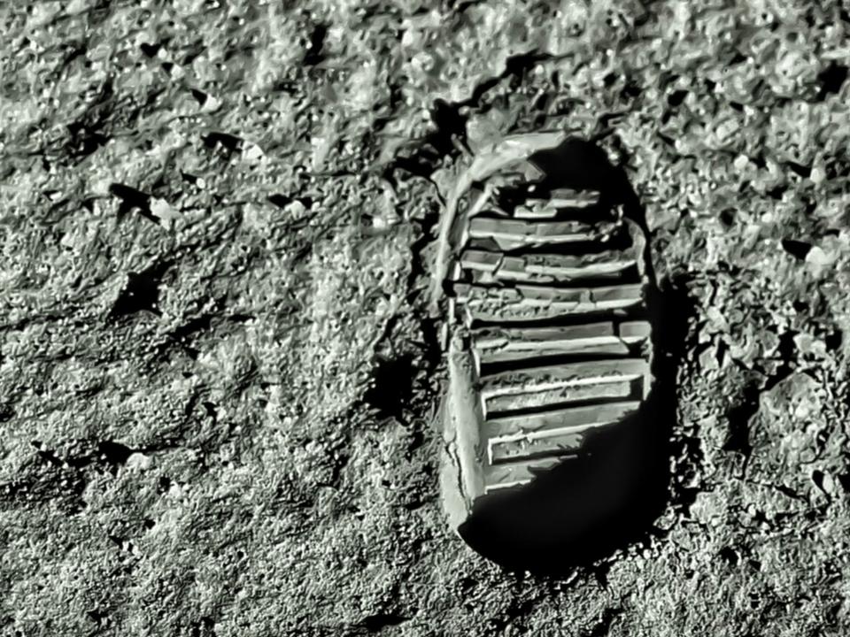 月面歩行した宇宙飛行士たちによる「UFOを見た」という証言、嘘発見器をパスしていた