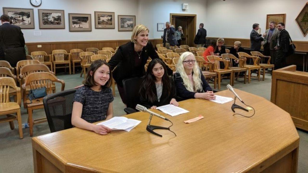 女子中学生3人組が支持を訴えたネット中立性法案、米オレゴン州で成立
