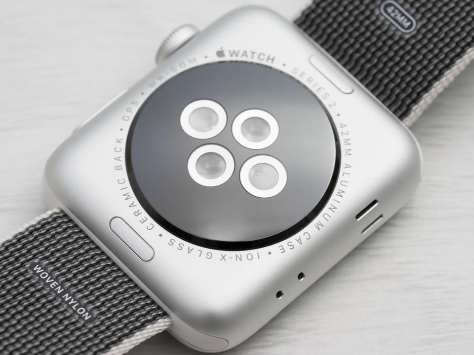 Apple Watch、心拍数計センサーの特許がらみで訴えられる