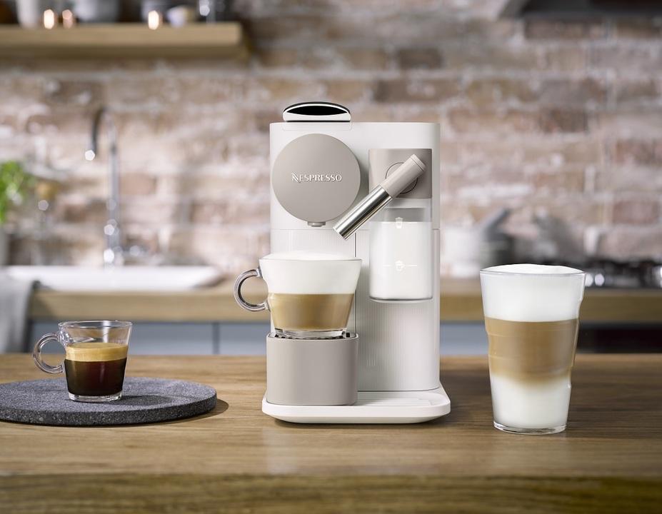 2つのノズルで、コーヒーとクリームを淹れる本格コーヒーメーカー
