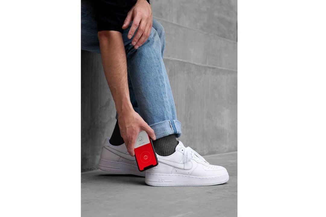 Nikeの新「Air Force 1」は、ICチップ「NikeConnect」内蔵でスマートフォンのアプリとの連携が可能に