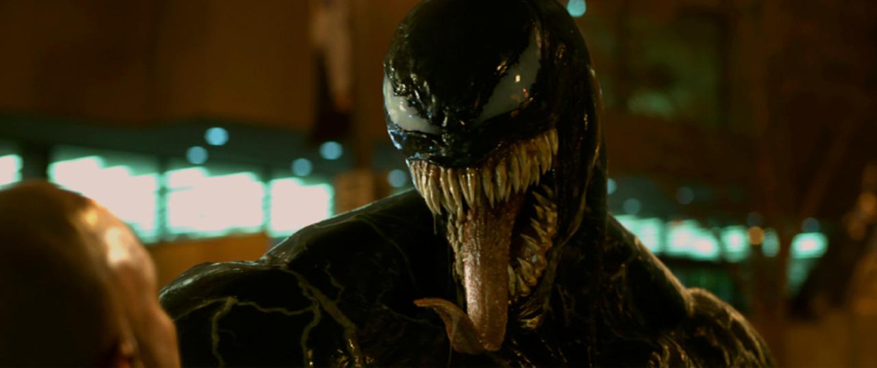 スパイダーマンの宿敵の顔が明らかに! 映画『ヴェノム』日本語版予告編