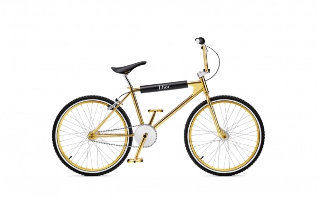お値段54万円で限定100台。高級ブランド「ディオール オム」の金ピカBMX