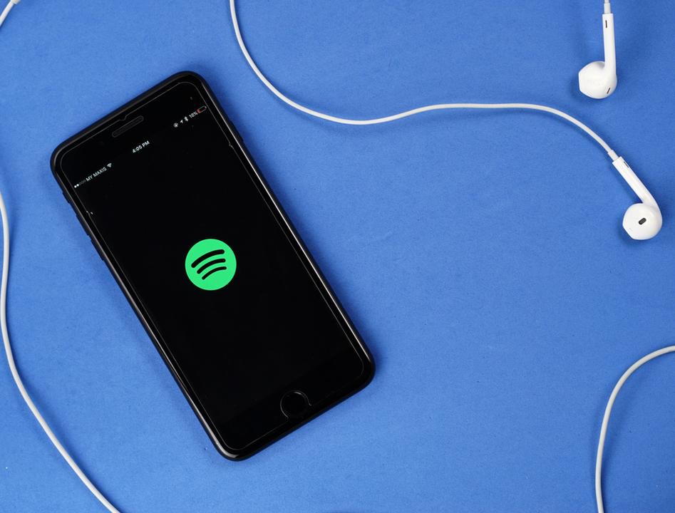 Spotifyが嬉しいアップデートを発表。無料ユーザーでも曲を選べるように!