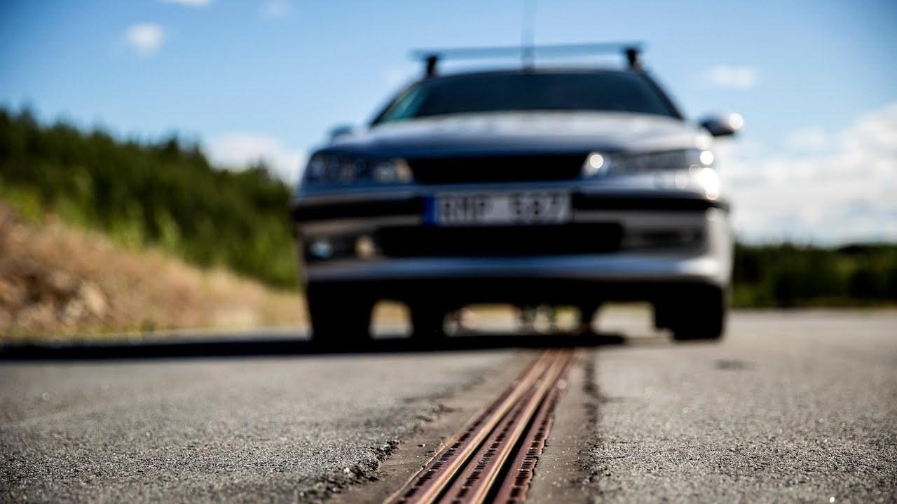 世界初。走行中にEVを充電してくれる道路がスウェーデンに
