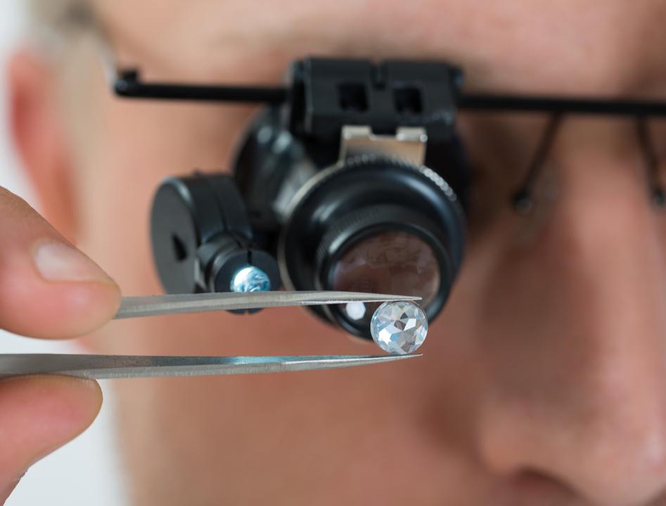 最強硬度のダイヤモンド、MITの科学者の手によってついに曲がる