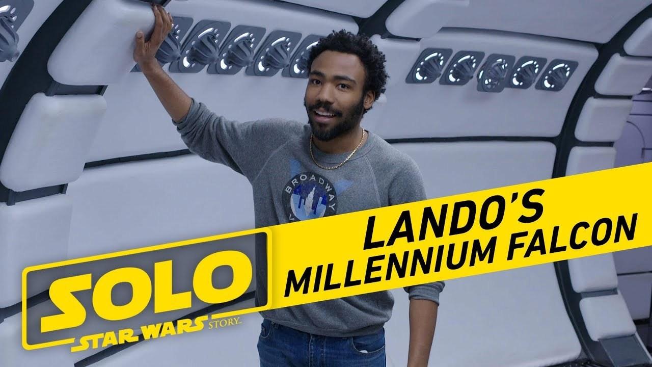 ランド・カルリジアンが映画『ハン・ソロ/スター・ウォーズ・ストーリー』のミレニアム・ファルコン号の中を案内