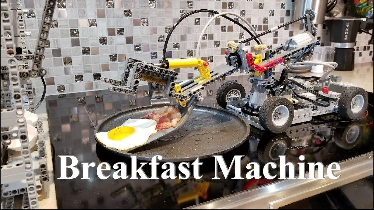 伝説の「全自動卵割り機」? 朝食を自動で料理してくれるレゴ・マシーン