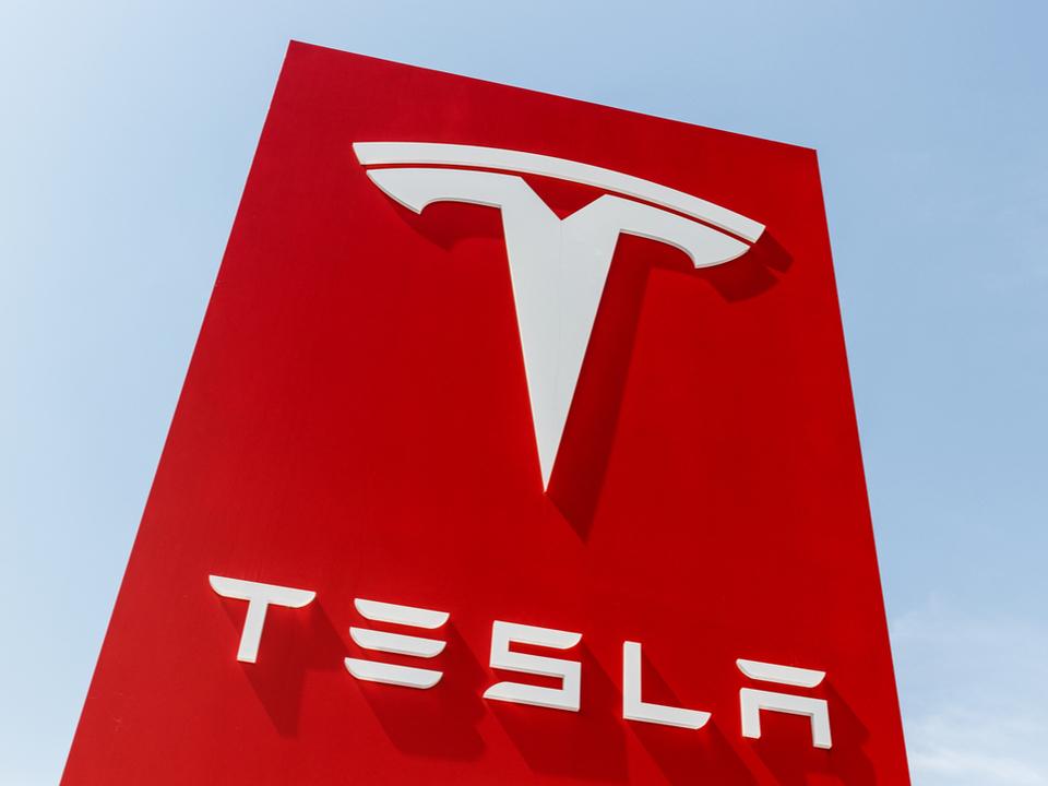 Teslaでは社員の推薦がない契約社員は月曜から出社禁止だそうです