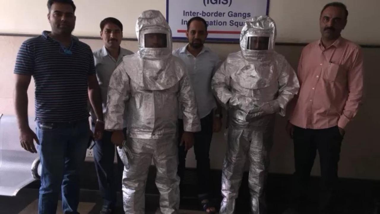 インドの詐欺師親子がトンデモ科学で逮捕。「この銅板、雷に打たれてからお米を引き寄せるようになったんですよ…」