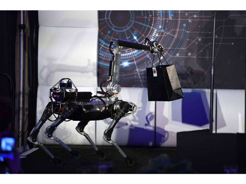 ボストン・ダイナミクスのロボ犬「SpotMini」が2019年より販売開始