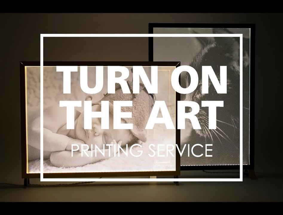 スイッチオンで写真が浮かびあがる照明『TURN ON THE ART』がとても素敵…
