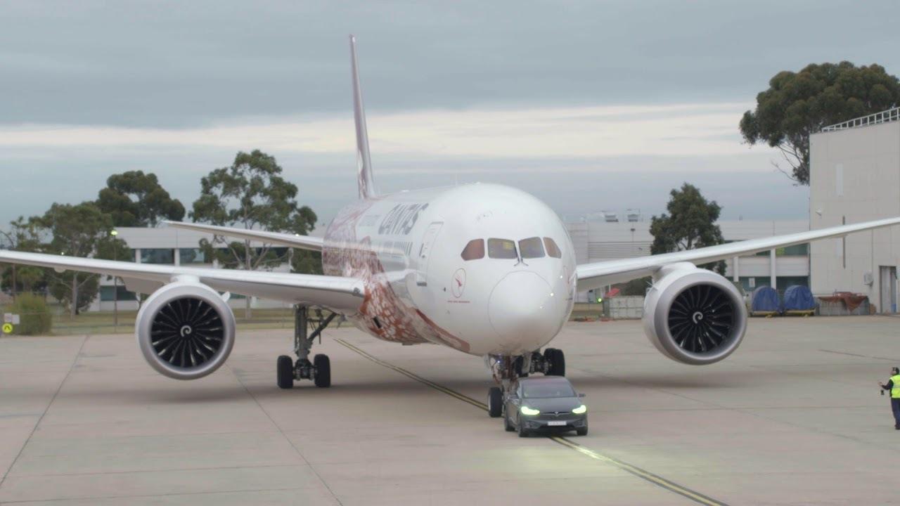 すごいぞTeslaのModel X。ボーイング787旅客機を牽引でギネス世界記録を樹立