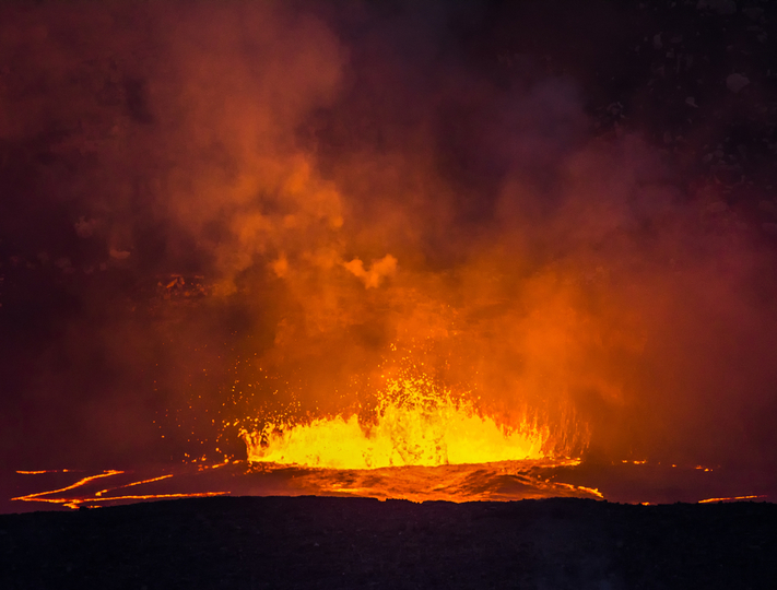 ハワイ島のキラウエア火山が爆発的噴火、上空9kmまで火山灰が立ちのぼる
