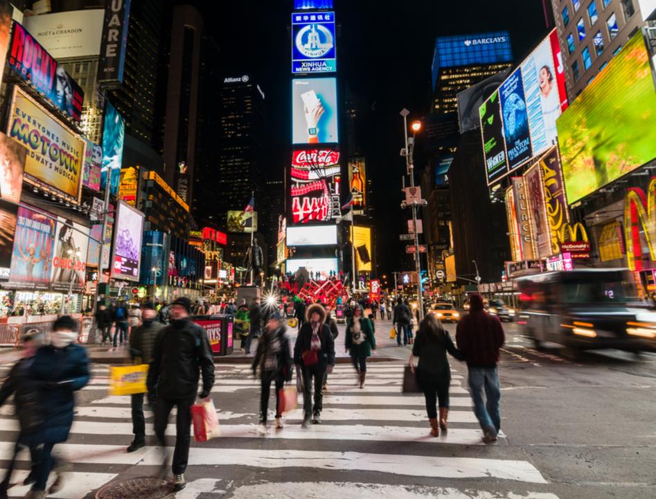時間によって激変するマンハッタンの人口を表す、インタラクティブな3Dグラフ