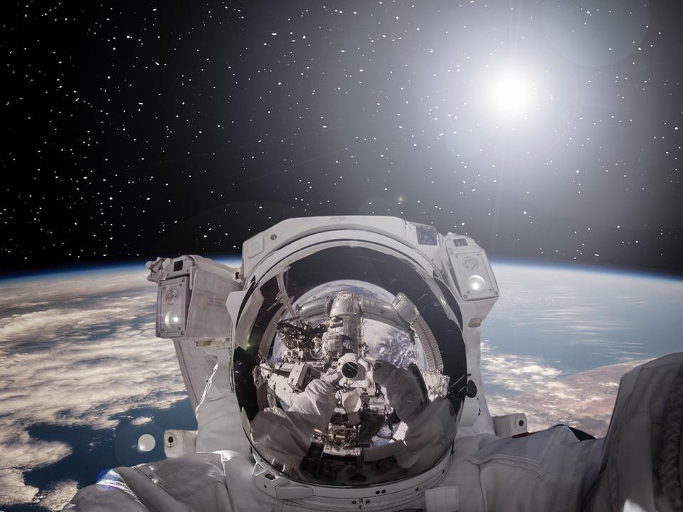 NASAの宇宙飛行士、船外活動に持ち出したGoProにSDカードを入れ忘れる…