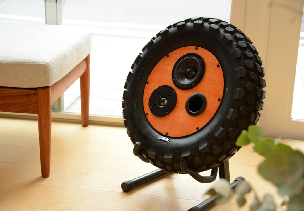 まさかの廃タイヤ丸ごとづかいなBluetoothスピーカー。タイヤの種類は届いてからのお楽しみ