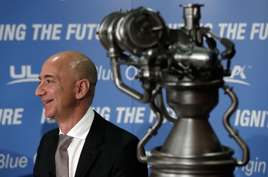 ベゾスの宇宙ビジネスの野望は、月で製造業を行なうこと? 地球と月で人の営みを分業する