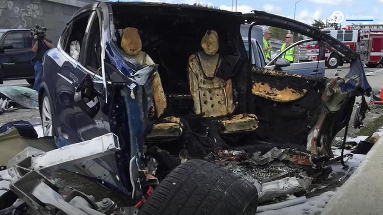 死亡事故、静止中の車に激突…Tes...