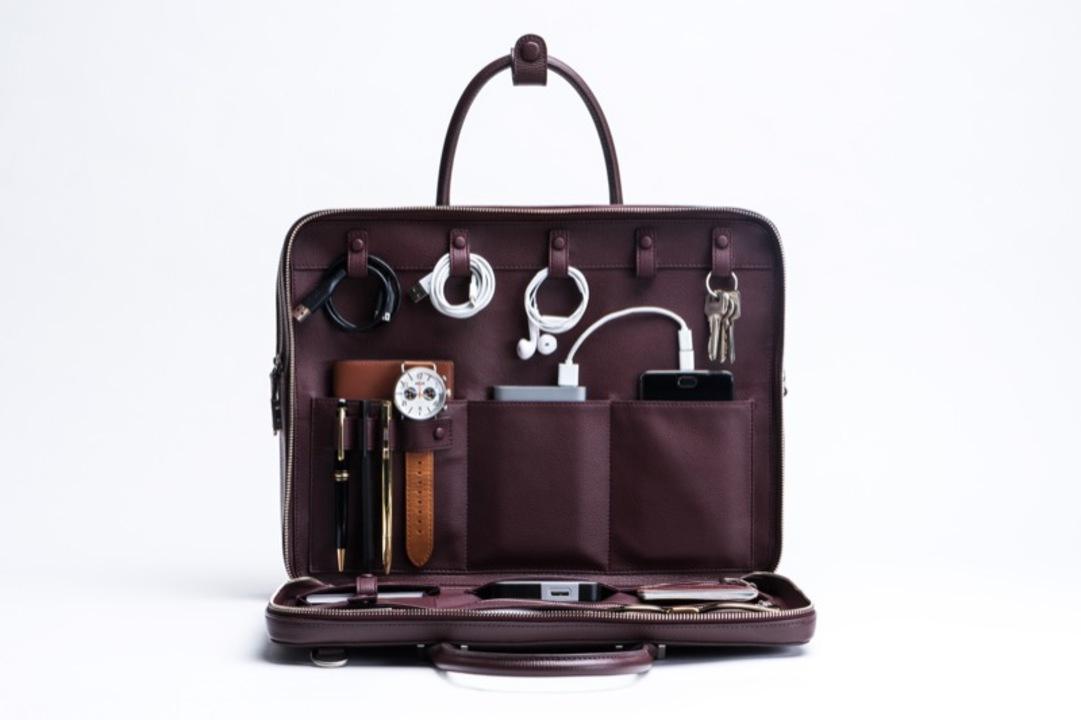 美しいレザーの高機能バッグ「FAIRE」ブリーフケース&スリムクラッチが日本上陸